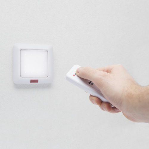 Fali lámpa távirányítóval - elemes